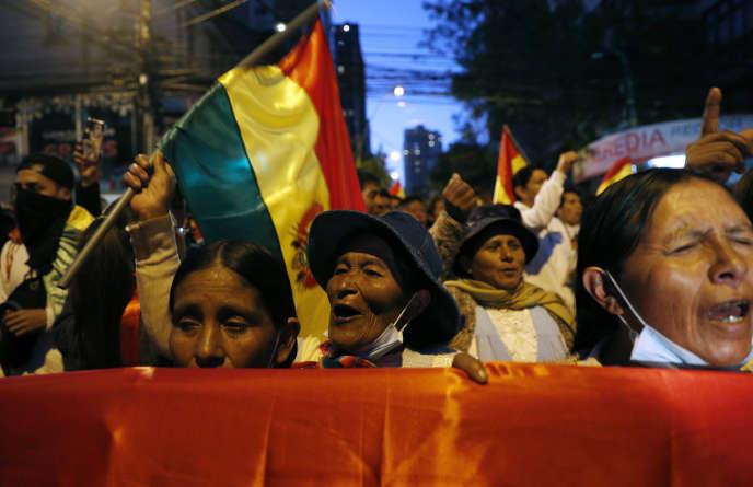 Des manifestants opposés à Evo Morales, le 23 octobre à La Paz.