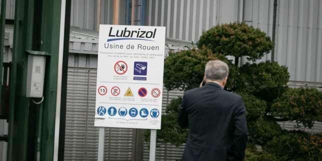 L'enquête sur l'incendie de l'usine Lubrizol deRouen confiée à des juges d'instruction