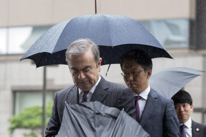 Carlos Ghosn se rend à son audience au tribunal de Tokyo, le 24 juin.