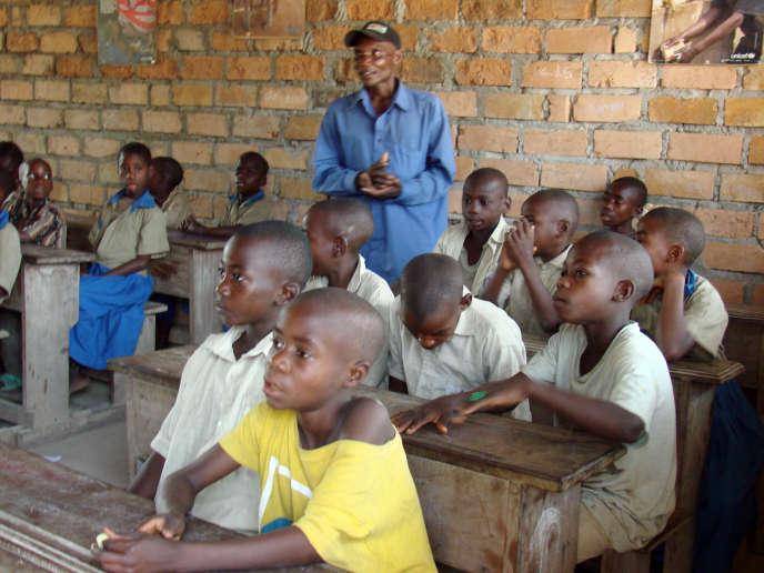 Une école ORA (« Observer, Réfléchir, Agir »), réservée aux enfants autochtones, à Impfondo, dans le nord du Congo, en mars 2011.