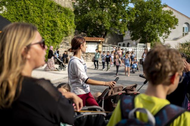 A la sortie de l'école primaire du Pouzin (Ardèche), les nounous n'avaient reçu, début octobre, aucune information à propos duplan particulier d'intervention (PPI).