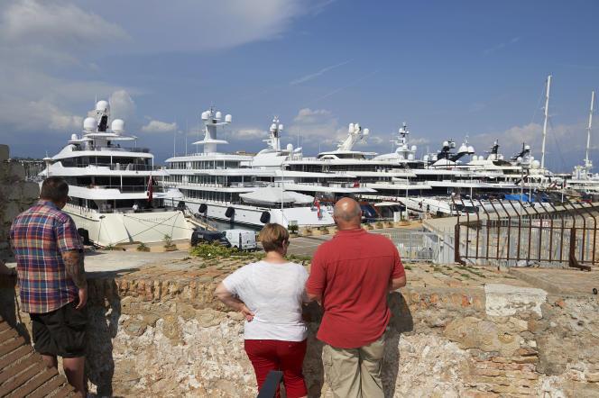 A Antibes (Alpes-Maritimes), sur le port Vauban, surnommé le «quai des milliardaires».