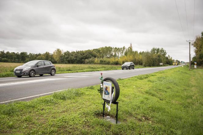 Ex-voto à la mémoire du jeune Kenzo près du croisement entre la D938 et la D158.