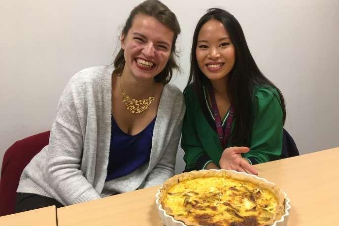 Philippine Soulères et Sheryline Thavisouk présente une tarte aux poireaux cuisinée avec des Merveilloeufs.