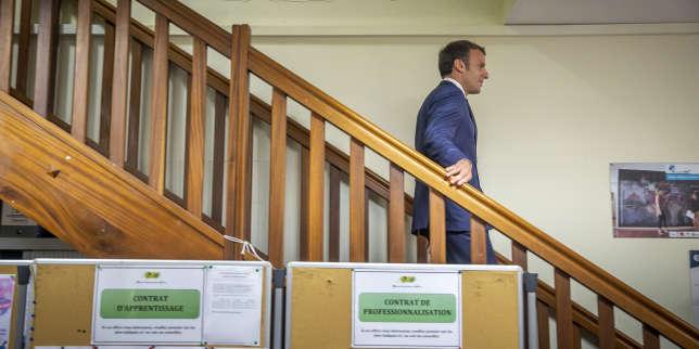 Emmanuel Macron : «Le port du voile dans l'espace public n'est pas l'affaire de l'Etat»