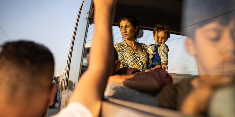 Bardarash, le 16 octobre 2019, Irak. une dizaine de bus avec 277 réfugiés viennent d'arriver au camp réhabilité de Bardarash. Ils fuient les combats de l'opération