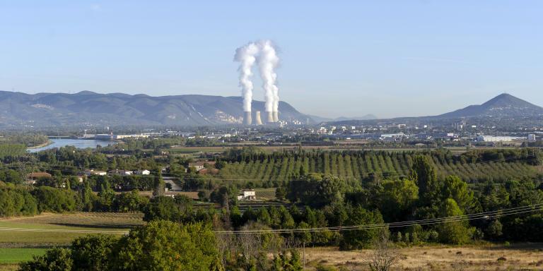 Vue de la Centrale de Cruas Meysse et de ses quatre reacteurs de la commune de Malataverne au Sud de Montelimar. Avec une centrale au nord ( Cruas) et une au sud (Tricastin), La population est desormais concernées par deux PPI Située dans l'axe des vents de la region, cette zone risquerai d'etre fortement impactée par un incident sur l'une des centrales.  Malataverne, le 01/10/19
