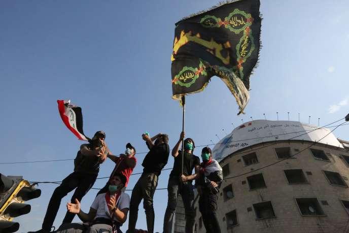Des manifestants sur la place Tahrir de Bagdad, le 26 octobre.