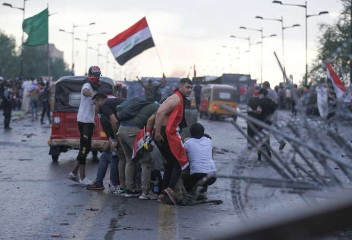 Heurts entre les manifestants et les forces de l'ordre à Bagdad, le 25 octobre.