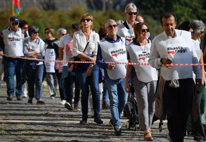 Manifestation à Rome pour demander la démission de la maire Virginia Raggi (M5S), le 26 octobre.