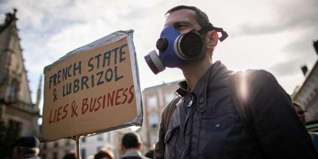 Un mois après l'incendie de l'usine Lubrizol, Emmanuel Macron se rend àRouen