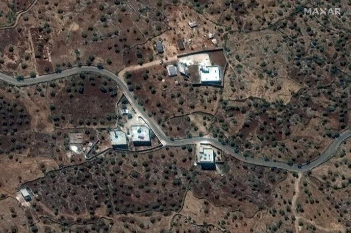Une vue satellite diffusée le 28 septembre montre la résidence d'Abou Bakr Al-Baghdadi, près du village de Baricha, en Syrie.