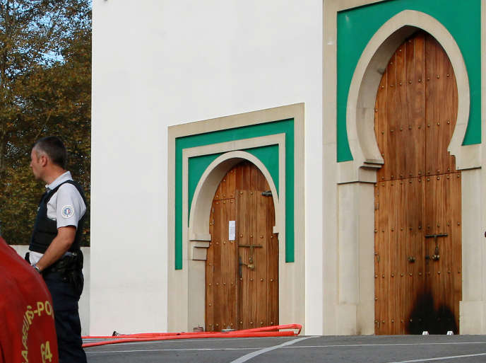 La mosquée de Bayonne après l'attaque, lundi 28 octobre.