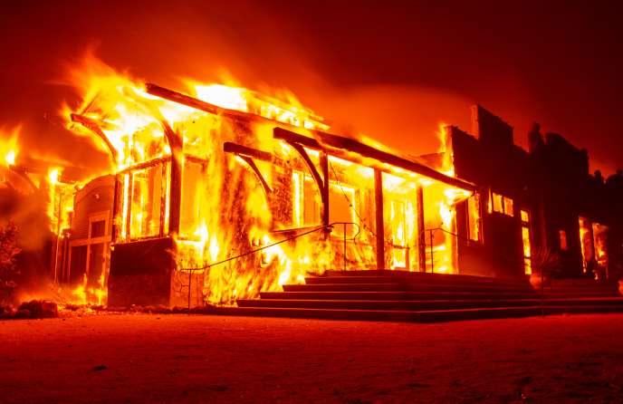Incendie au vignoble Soda Rock à Healdsburg (Californie), le 27 octobre.