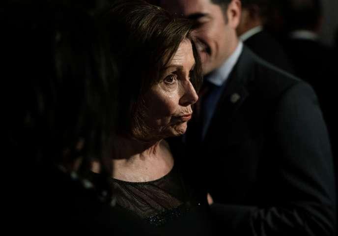 « Nous prenons cette initiative afin d'éliminer tout doute sur le fait que le gouvernement Trump puisse refuser de transmettre des documents, empêcher les auditions de témoins, ignorer des injonctions dûment autorisées ou continuer à faire entrave à la Chambre des représentants », écrit Nancy Pelosi – ici le 27 octobre au centre Kennedy, à Washington, DC.