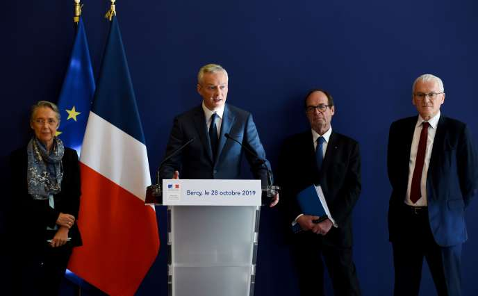 Le ministre de l'économie, Bruno Le Maire, lors d'une conférence de presse aux côtés de la ministre de la transition écologique, Elisabeth Borne, de l'ex-patron de PSAJean-Martin Folzet du patron d'EDF, Jean-Bernard Levy, lundi28 octobre à Paris.