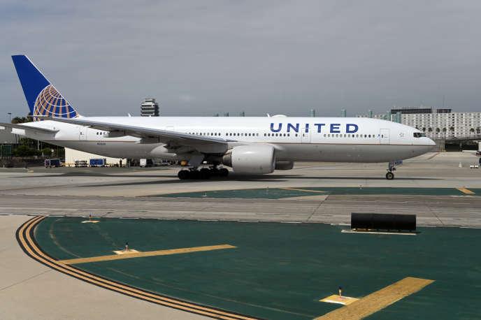 Un appareil d'United Airlines à l'aéroport international de Los Angeles (Californie), le 27 septembre.