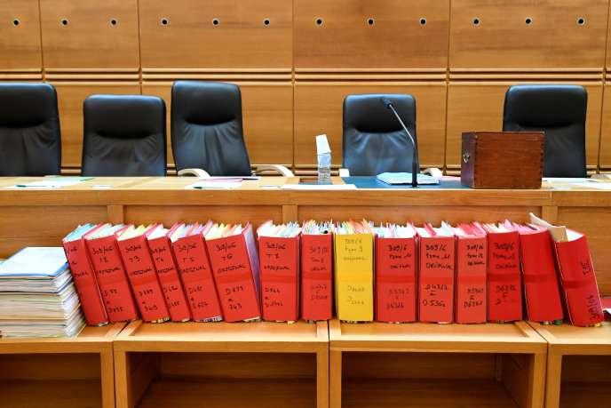 Le dossier du procès de Claude Chossat à la cour d'appel d'Aix-en-Provence, le 28octobre.
