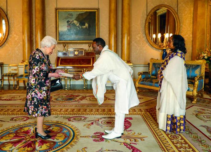 Le 23 octobre 2019, à Londres,la reine Elizabeth II recevait l'ambassadeur éthiopienFesseha Shawel Gebre et son épouse Asegedech Amberber, pour une audience privée.