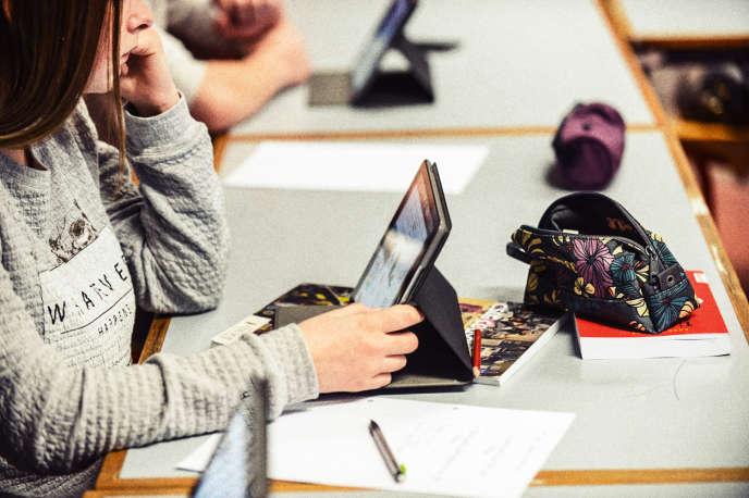 En septembre, 86% des 279 lycées de la régionPACA étaient passés au numérique.