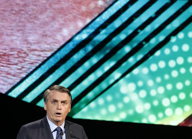 Jair Bolsonaro a mis fin, jeudi 31 octobre, à l'abonnement des organes gouvernementaux au quotidien «Folha de S.Paulo», l'un des principaux du pays, et a menacé de manière voilée ses annonceurs.
