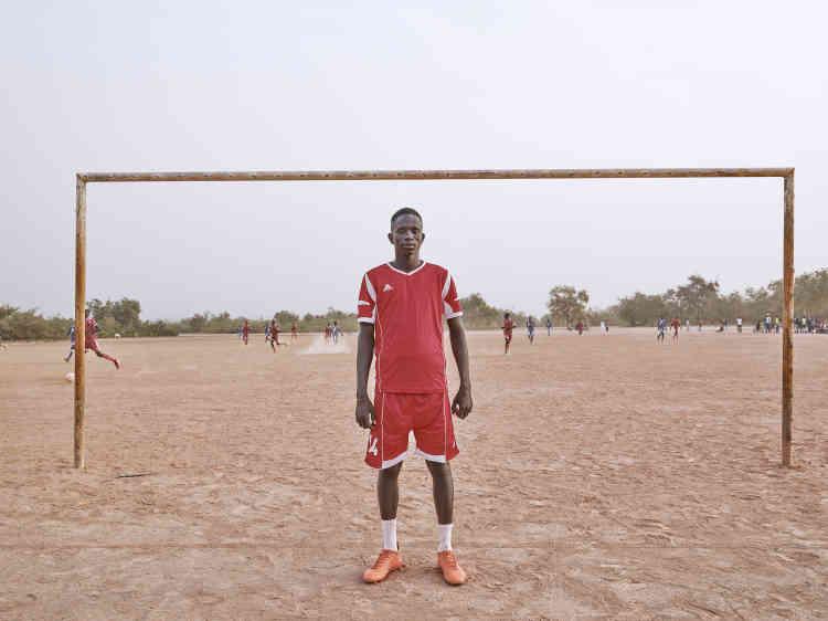 """«Mbaye est étudiant et joueur de football. Le projet """"People of Tamba"""" l'a beaucoup intéressé et il l'a présenté aux villageois.»"""