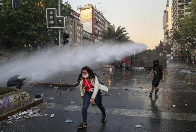 De nouvelles manifestations, parfois émaillées d'incidents, ont encore eu lieu mardi29octobre pour maintenir la pression sur le gouvernement.