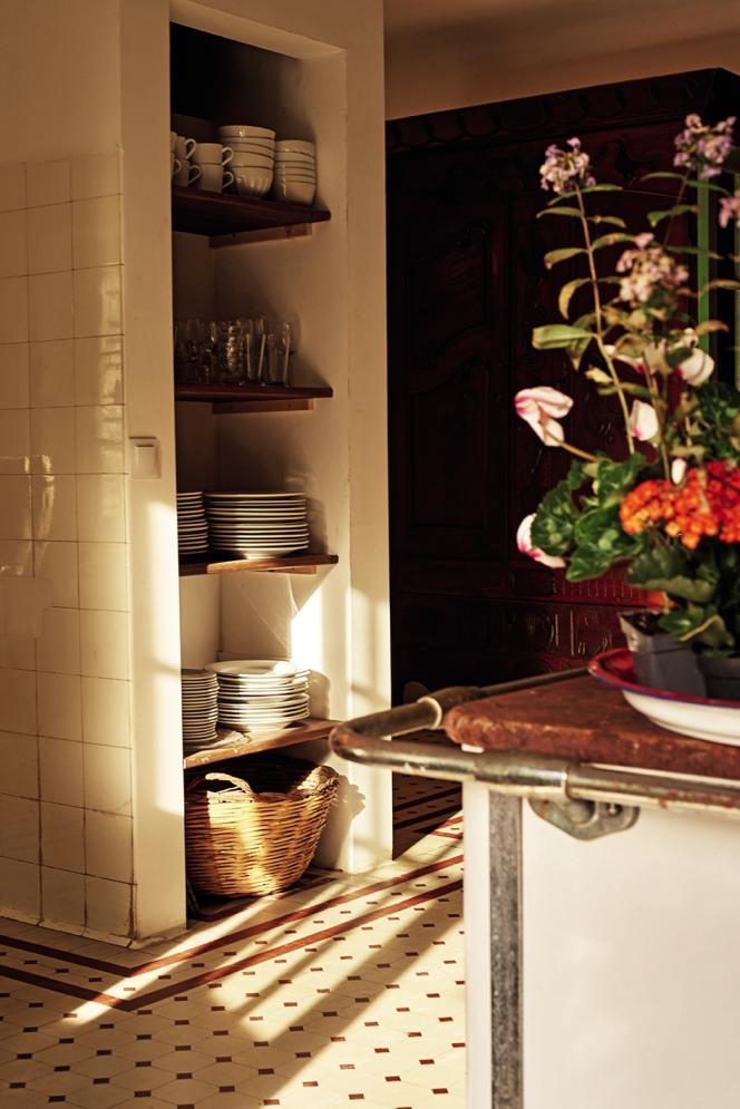 Détail de la cuisine où, le matin, propriétaires et hôtes de passage se retrouvent pour le petit déjeuner.
