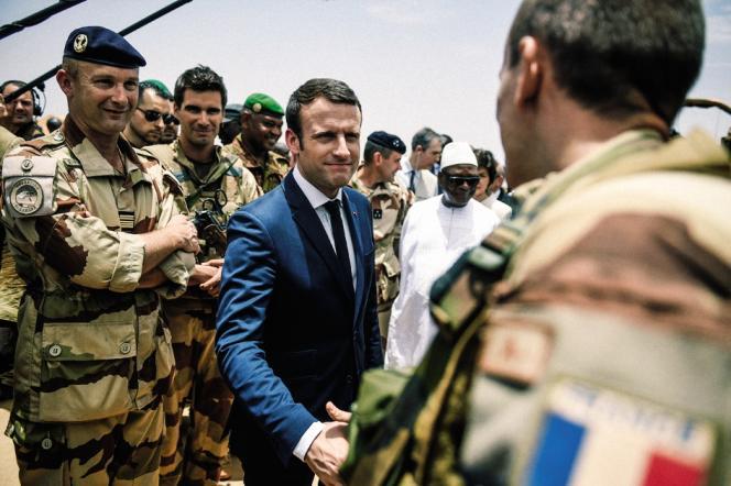 Emmanuel Macron en visite au Mali en mai 2017.