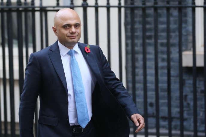 Sajid Javid, le chancelier de l'Echiquier, arrive à Downing Street, le 28 octobre. Il aurait commandé 3 millions de pièces commémoratives pour le Brexit qui devait avoir lieu ce jeudi 31 octobre.