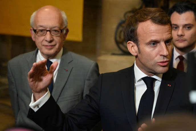 Emmanuel Macron, à Rouen, en compagnie du maire de la ville Yvon Robert, mercredi 30 octobre.