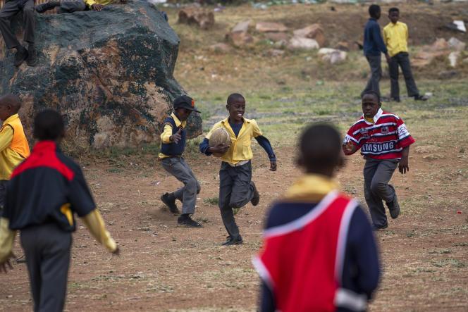 Des élèves de la Soweto Rugby School Academy, en banlieue de Johannesburg, le 31octobre 2019.