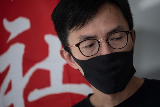 Le militant prodémocratie Avery Ng devant le tribunal, à Hongkong, le 31 octobre.