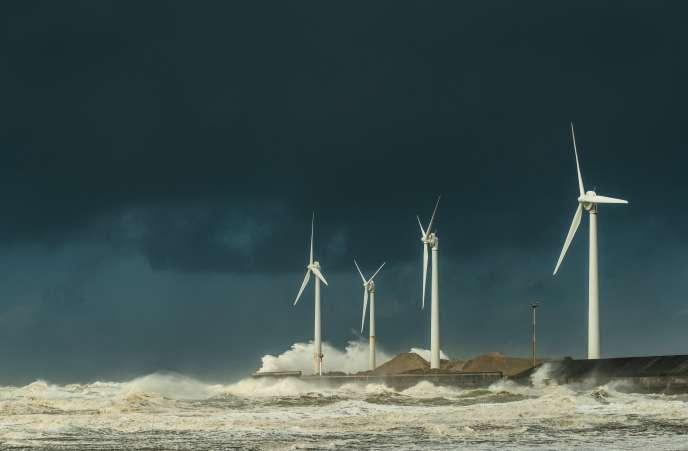 « Les projets éolien en mer ont enregistré une baisse spectaculaire du prix de l'électricité produite, passée de 400 euros/mégawattheures (MWH) à moins de 50 euros/MWH dans les appels d'offres les plus récents en France et en Angleterre» (Photo: au large de Boulogne-sur-Mer).