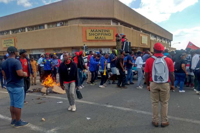 Des fonctionnaires manifestent à Manzini, en Eswatini, le 2octobre 2019.