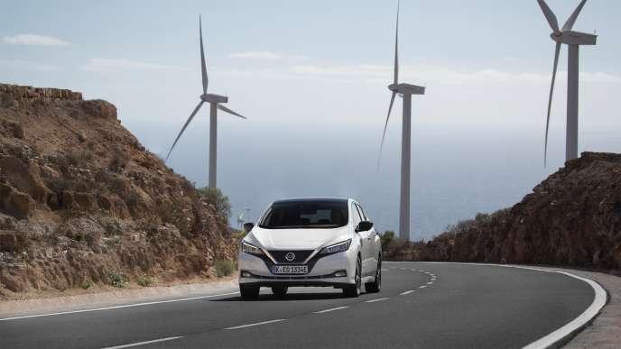 Silencieuse, la Nissan Leaf se conduit sans la moindre vibration.