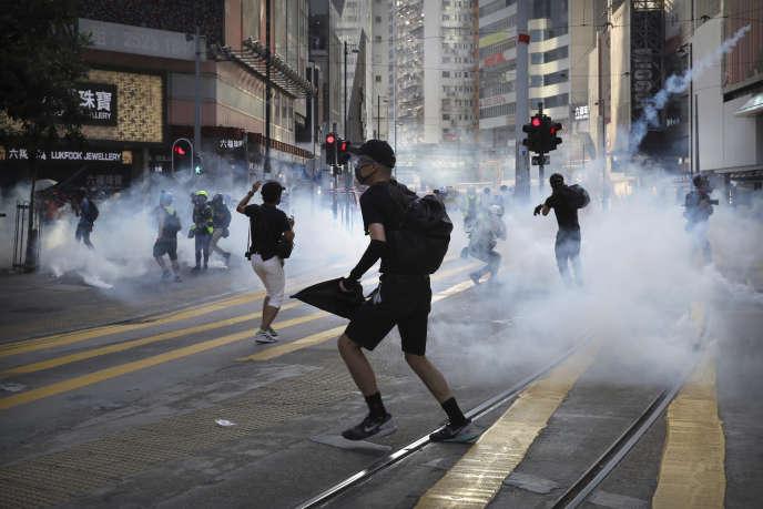 Des manifestants pro-démocratie à Hongkong, samedi 2 novembre.