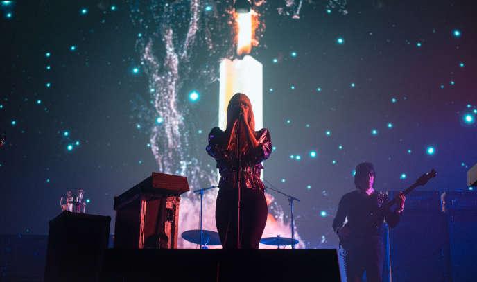 Le groupe Chromatics sur la scène du Pitchfork Music Festival-Paris, le 1er novembre.