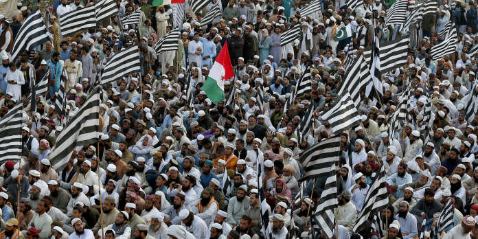 Des milliers de Pakistanais demandent le départ du premier ministre Imran Khan