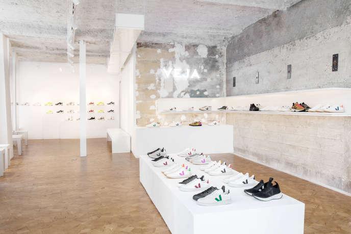 La première boutique parisienne de l'entreprise Veja dont l'inauguration a eu lieu le 28 octobre.