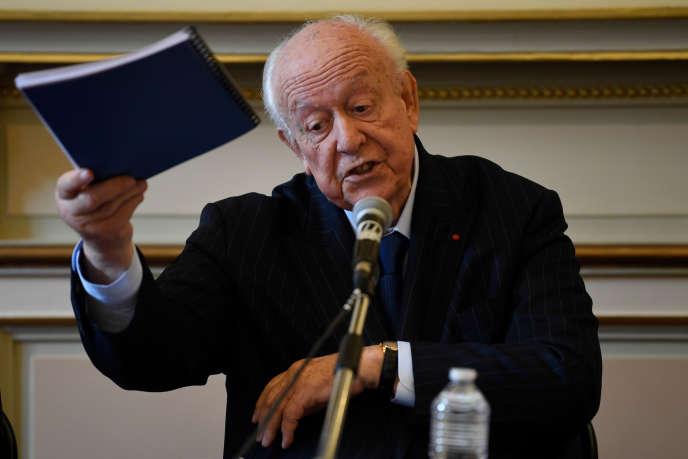 Thị trưởng hiện tại của Marseille, Jean-Claude Gaudin, trong một cuộc họp báo vào ngày 4 tháng 11.