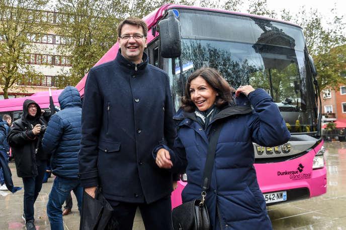 Anne Hidalgo, la maire de Paris, avec Patrice Vergriete, son homologue de Dunkerque, la veille du lancementdes DK'Bus,30 octobre 2018.