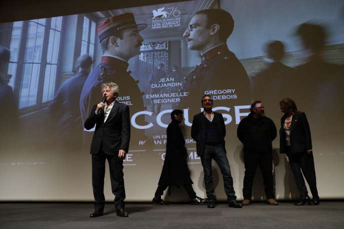 """Roman Polanski and the crew of the movie """"J & # 39; accuse"""" during a preview in Paris on November 4."""