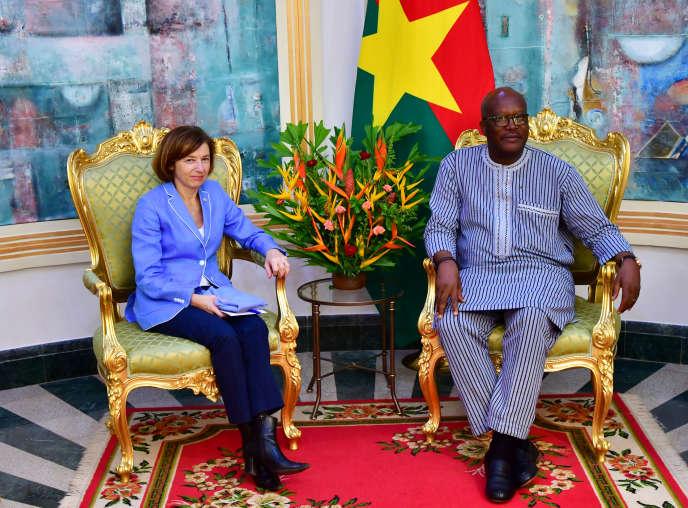 La ministre française des armées, Florence Parly, et le président burkinabé, Roch Marc Christian Kaboré, à Ouagadougou, le 4 novembre.