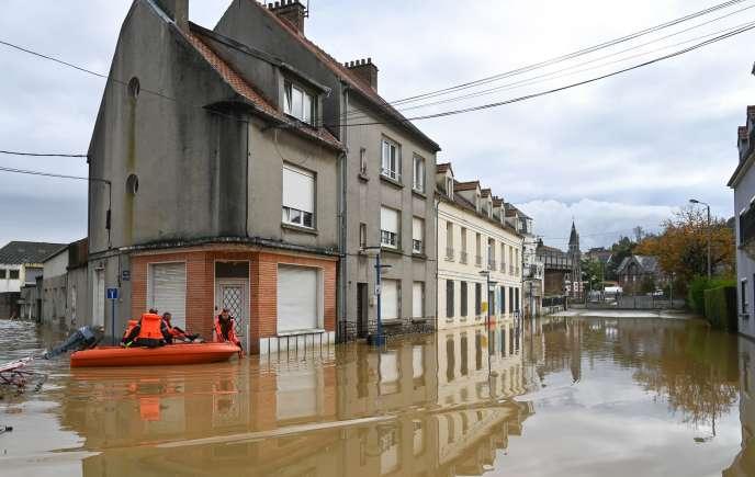 Dans les rues de Saint-Etienne-au-Mont, près de Boulogne-sur-Mer, le 5 novembre.