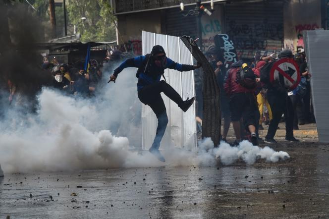 «Le Chili a longtemps été considéré comme un exemple pour l'idéologie néolibérale, mais il démontre la violence d'un système qui fait perdurer une fracture sociale de longue date. » (Photo: manifestation à Santiago, le 4 novembre.)