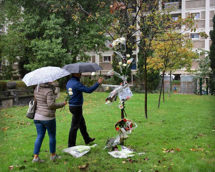 Pendant l'hommage à Christine Renon, la directrice d'école qui s'est suicidée en septembre.A Pantin (Seine-Saint-Denis), le 5 octobre.