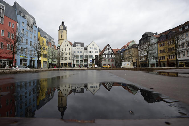 La principale place d'Iéna, en Thuringe, photographiée en 2017. La modeste bourgade universitaire d'ex-RDA peut se flatter de son dynamisme économique.