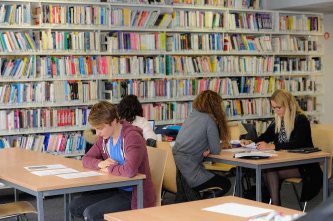 A Caen, les étudiants de l'IAE et de l'école de commerce partagent depuis vingt-cinq ans la même bibliothèque.