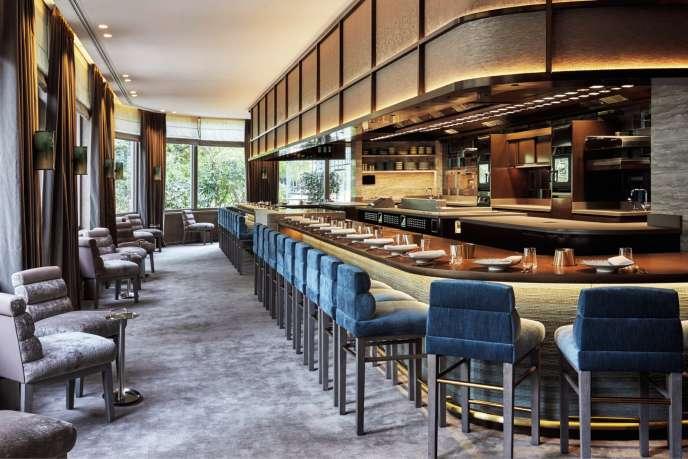 Nhà hàng này được mở tại Pavillon Ledoyen (Paris thứ 8), nơi Yannick Alléno có hai cơ sở được gắn sao khác.